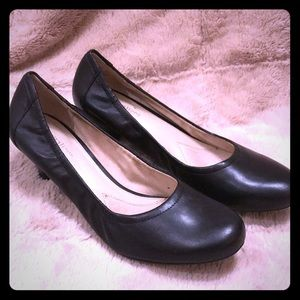 Naturalizer black heel pumps, size 8 1/2